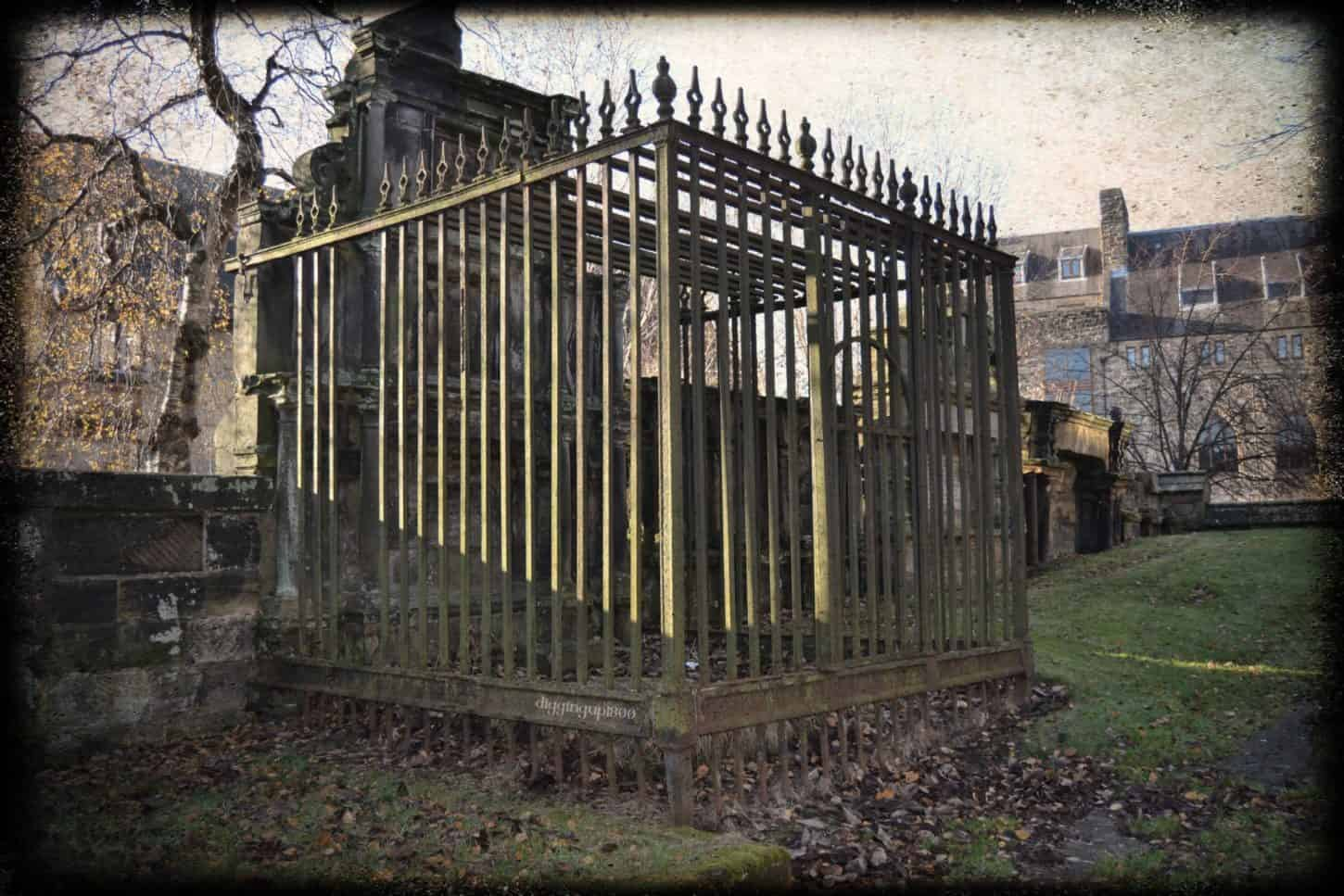 Caged lair at Glasgow Cathedral to prevent against body snatchers