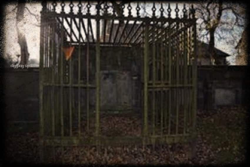 Caged Liar for body snatching prevention at Glasgow Cathedral Scotland