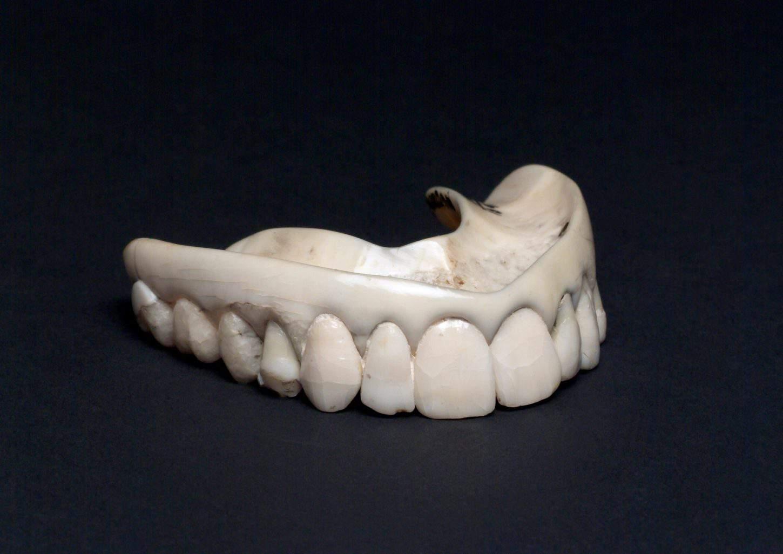 Upper ivory denture with human teeth, England, 1801-1860