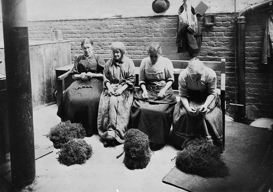 Women picking oakum in the workhouse via British library